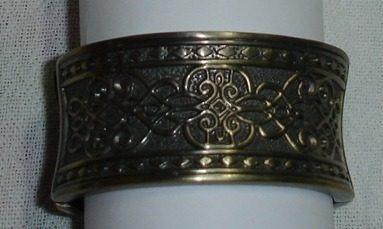 bracelete tibetano trabalhado com relevos