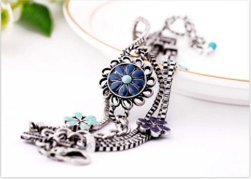 bracelete vintage envelhecido correntes e flores resinadas