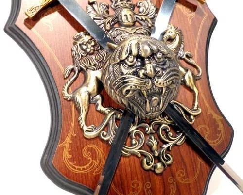 brasão medieval espadas leão e cavalo escudo vintage 1223