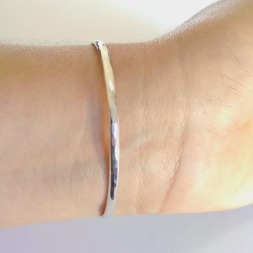 brazalete de corazon martillado de plata sólida .925 18.5cm