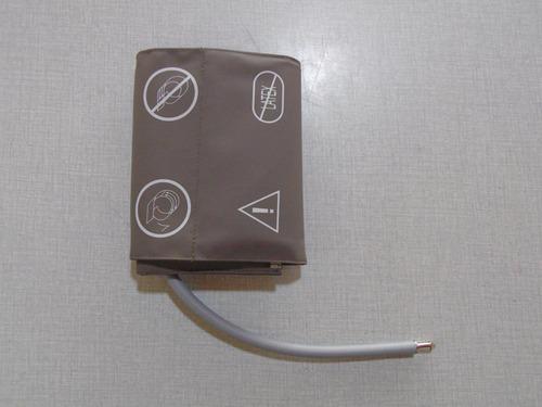 brazalete de una vía . monitor de signos vitales