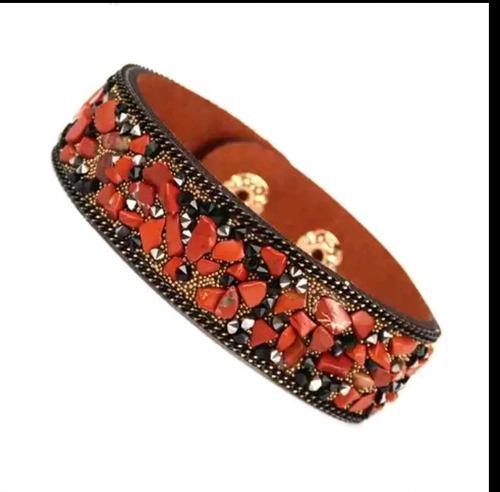 brazalete pulsera  de cuero con piedras y brillantes