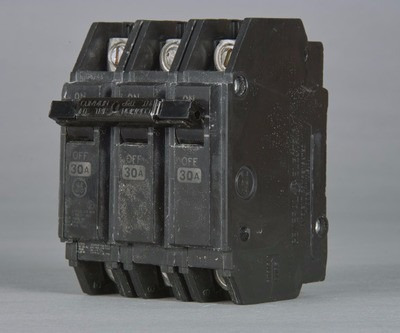breaker thqc 3x100 general electric tienda fisica