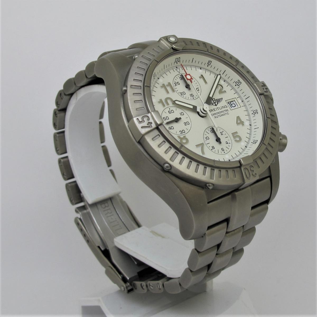 727758c3d10 breitling avenger chronograph titanium e13360. Carregando zoom.