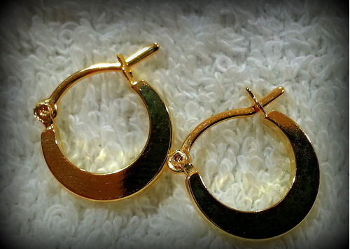 brinco argola ewe jóias folheadas pequena lisa ouro 18k