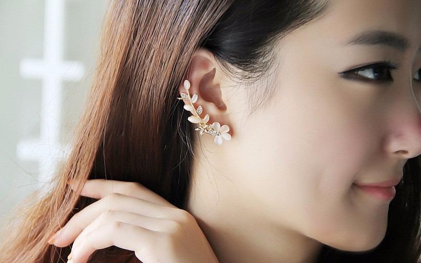 9ac5f7250b831 Brinco Ear Cuff Feminino Delicado Flores Pressao - R  32