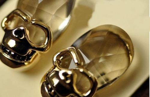 brinco rock caveira dourada com cristal bijouteria rock