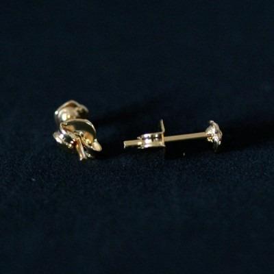 brinco semi jóia folheado a ouro flor