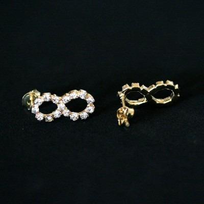 brinco semi jóia folheado a ouro médio infinito de strass p