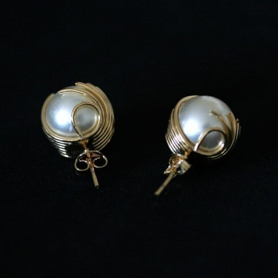 brinco semi jóia folheado a ouro pérola gladiadora 2
