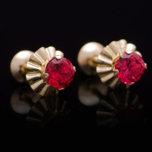 brinco solitário zircônia vermelha em ouro 18k - 750- 3,5mm