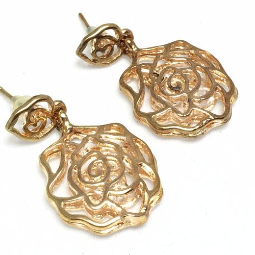 brincos flor dourada presente mãe esposa namorada