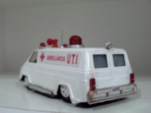 brinquedo antigo ambulância a fricção