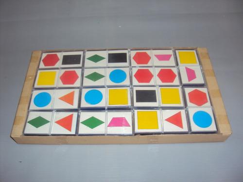 brinquedo antigo, jogo dominó didático cores e formas.