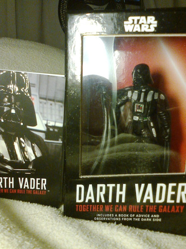 brinquedo   darth vader  (star wars)  na caixa  (semi novo )