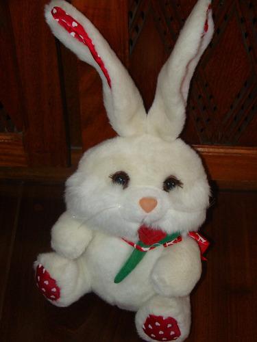brinquedos antigos coelha pelúcia