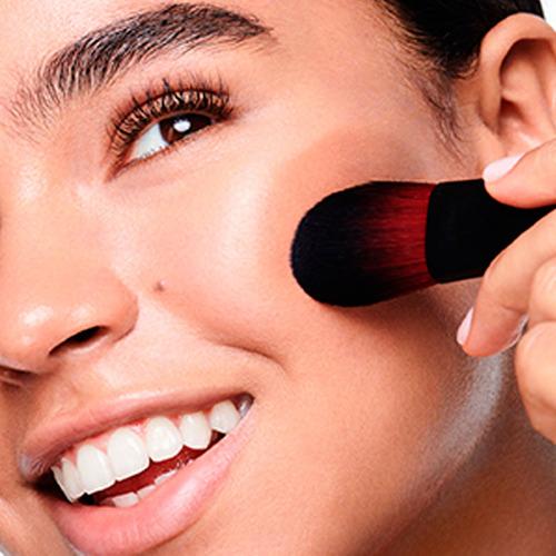 brochas maquillaje rostro mejillas rubor contornea revlon