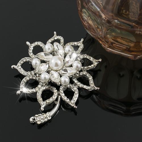 broche prendedor mujer color plata con cristales  finas joya