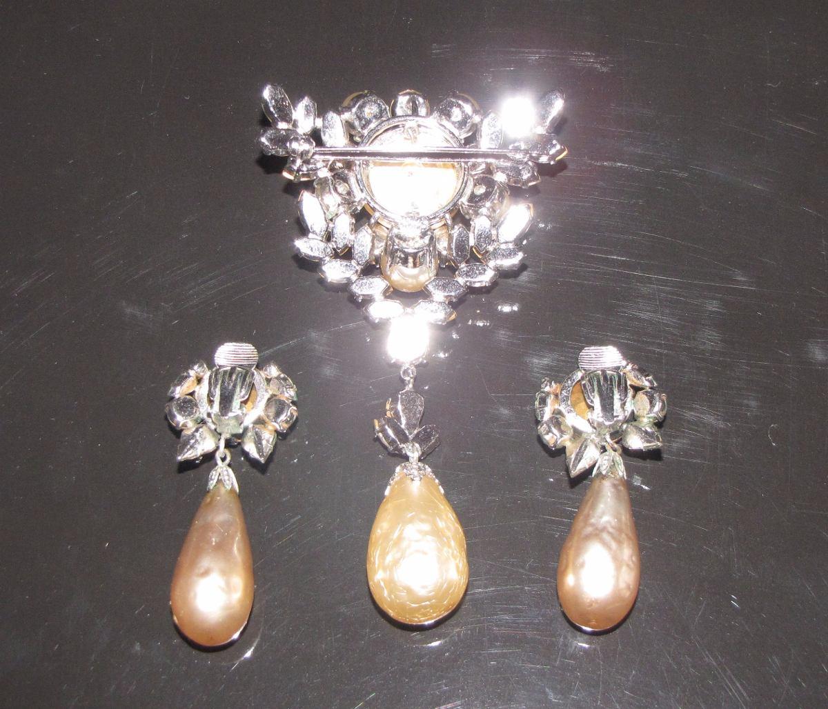 646d112fa497 broche y aros christian dior brillantes y perlas 1960. Cargando zoom.