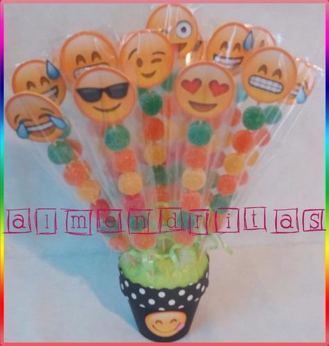 brochettes de gomitas de emoji en maceta