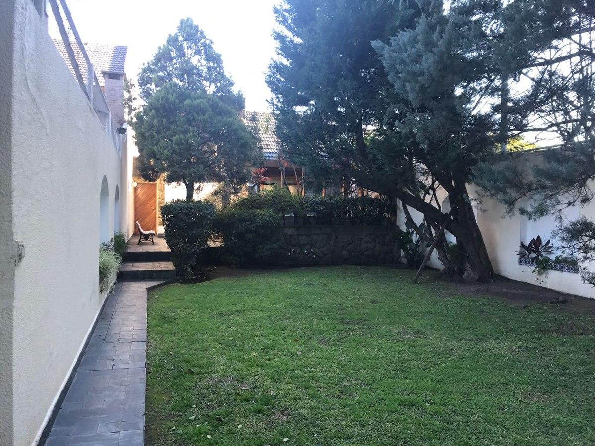 bruselas 1100 casa 4 amb + dep + piletas, jardines y piletas