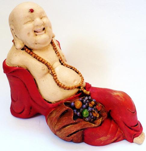 buda chino recostado pintado, pieza de yeso.