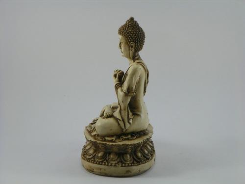 buda hindu na flor de lotus branco betumado resina