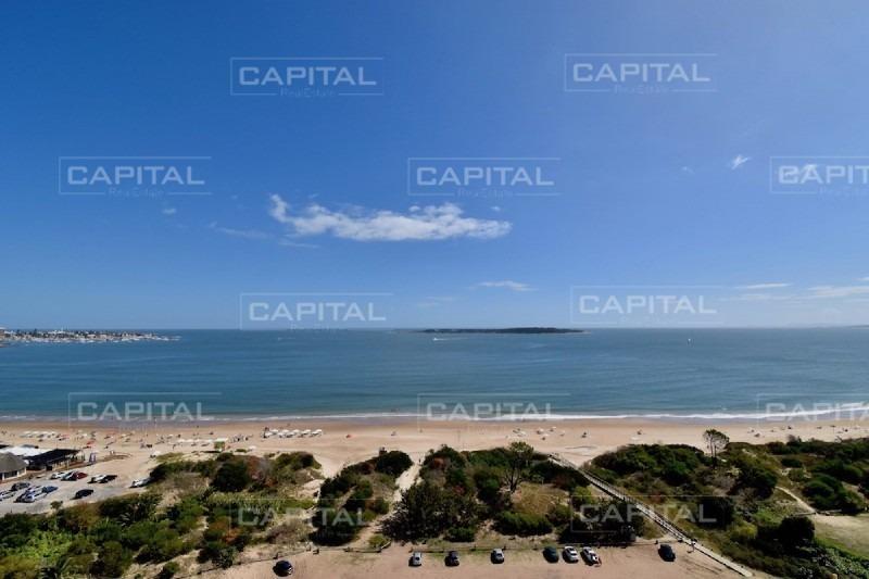 buen apartamento de 3 dormitorios y dependencia en playa mansa con excelente vista al mar!- ref: 26693