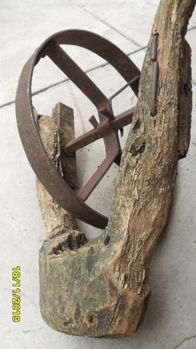 buen buen antigua rueda carretilla robusta con horqueta made