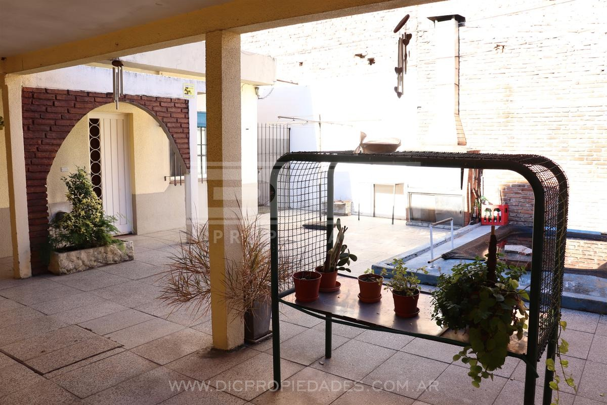 buena casa lote propio 3 amb muy buena ubicación y orientación - carapachay