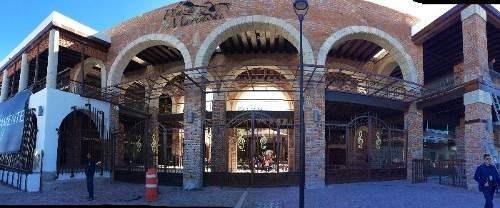buenisimos locales !!!  plaza del mariachi!!!