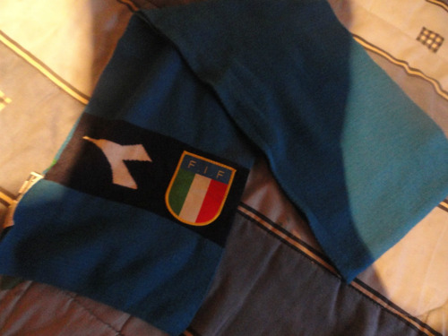bufanda de italia marca diadora original