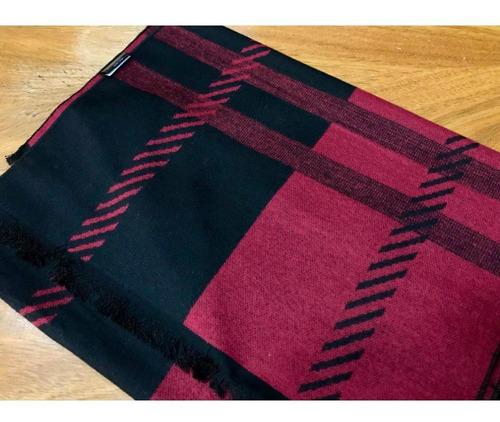 bufanda negra-roja cuadros dispares