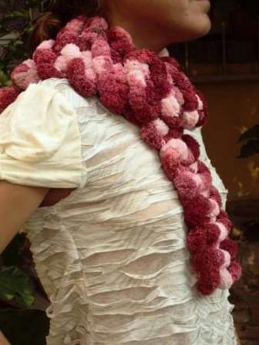 bufandas artesanales en lana de distintos tipos y colores.