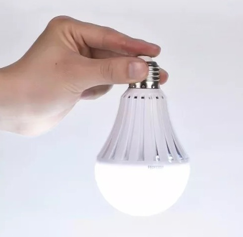 bulbo led 9w doble funcion: lampara y luz de emergencia 4 hs