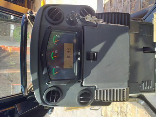 bulldozer caterpillar d6k model 2014  horas de uso 1803
