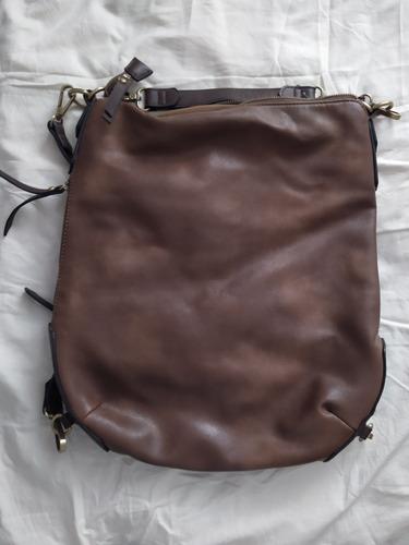 bulto de mujer, color marrón. $800