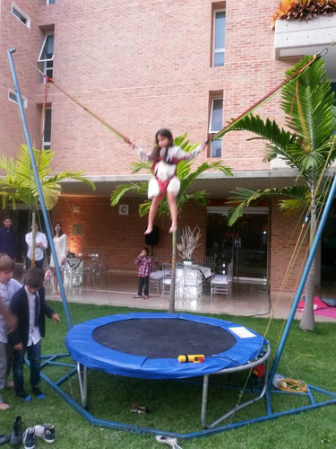 bungee trampoline, canchas nerf, pared escalada y tirolina