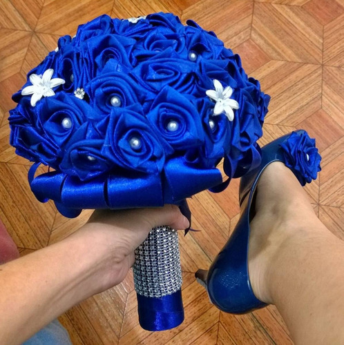 buquê bouquet de noiva azul royal perolas
