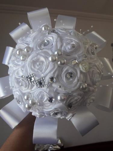buquê/ bouquet de noiva com rosas de cetim perolas e strass