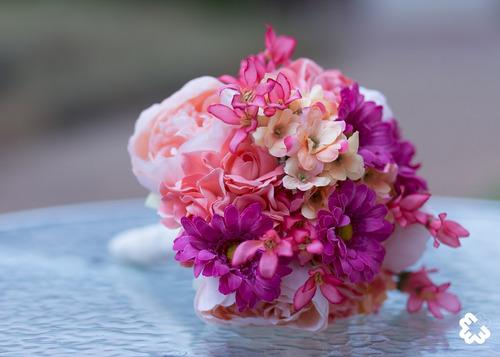 buquê de flores artificiais permanentes coloridas, lindo!