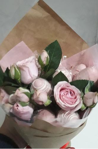 buquê de morangos e rosas