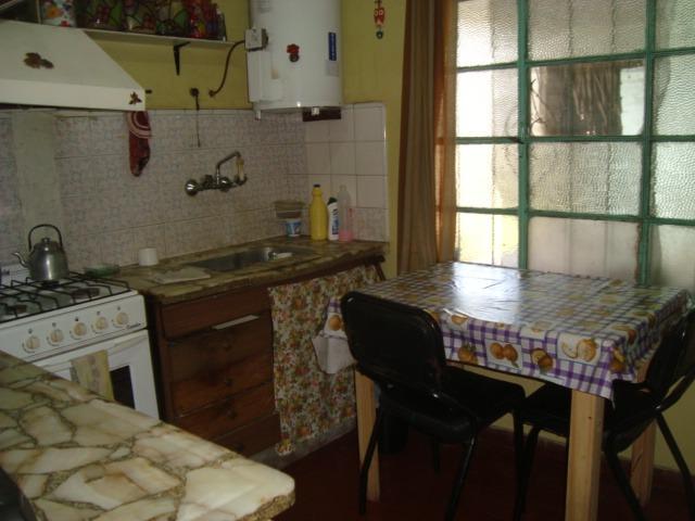 burzaco: casa 5 ambientes+ 2 dptos 2 amb. venta