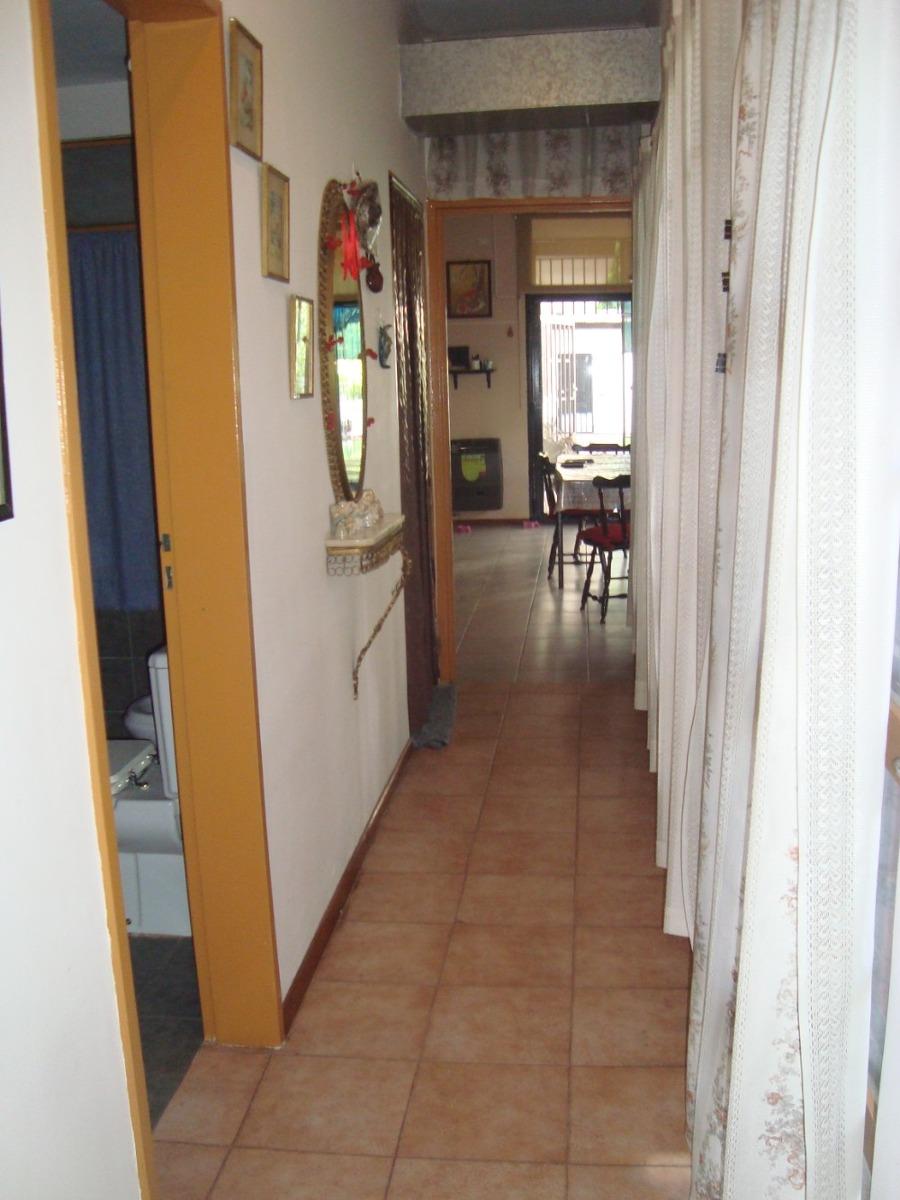 burzaco: comoda casa con garage cubierto y jardin