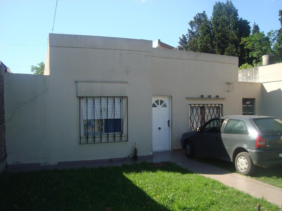 burzaco: venta casa estilo americana .comoda, funcional.