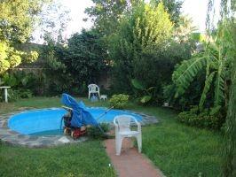 burzaco: venta de  casa , para 2 familias o familia numerosa