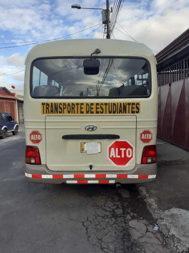 buseta county  25 pasajeros