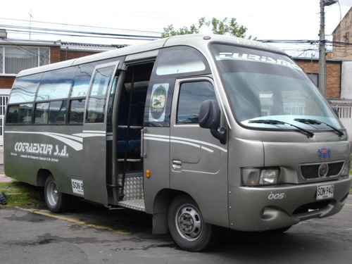 buseta nissan npu servicio escolar y turismo
