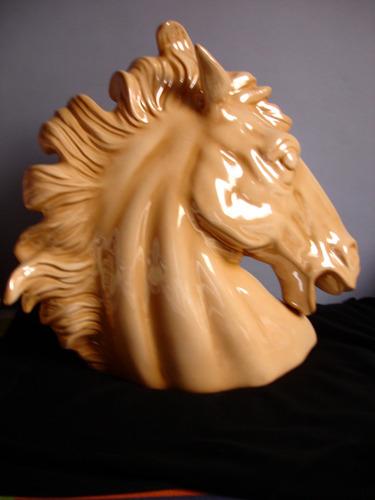 busto de cabeça de cavalo em porcelana