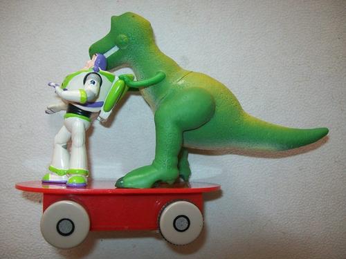 buzz lightyear y dino rex en patineta toy story disney pixar